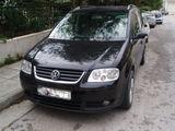 Volkswagen TOURAN 2,0 TDI* DSG *HIGHLINE *DPF* NAVI ca Furgonetă/Microbuz în maramures